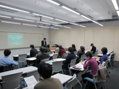 今年度2回目の院生研究報告会を開催いたしました。(中教室)